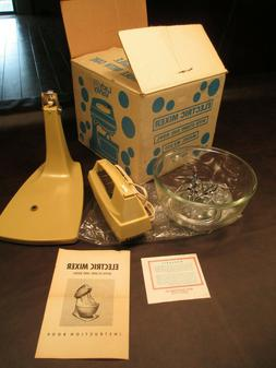 VINTAGE NEW LADY VANITY ELECTRIC STAND OR HAND HELD MIXER WI
