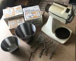 VTG. Sunbeam Mixmaster Power Plus Mixer 16 speed Bowls,Mixer